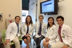 Bác sĩ Việt từ New York: Dùng lại khẩu trang y tế đến khi bẩn, ướt mới được thay