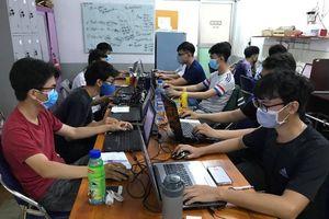 Dạy và học trực tuyến: Trường đầu tư mạnh tay, trường gặp khó!