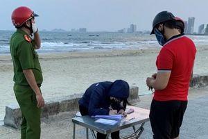 Đà Nẵng: Phạt 12 người không đeo khẩu trang khi đi chợ, đi biển