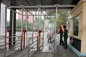 Học viện Kỹ thuật Quân sự áp dụng giàn phun sương khử khuẩn tại cổng đơn vị