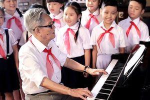 Nhạc sĩ Phong Nhã với thiếu nhi Việt Nam