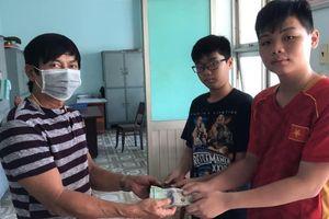Bình Thuận tặng bằng khen cho 2 học sinh trả lại 30 triệu đồng nhặt được