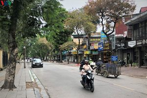 Nhiều cửa hàng ở Hà Nội vẫn tìm cách kinh doanh, phớt lờ 'lệnh cấm'