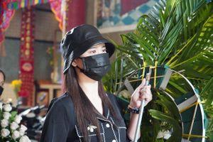 Người thân, bạn bè đưa tiễn Mai Phương về nơi an nghỉ cuối cùng