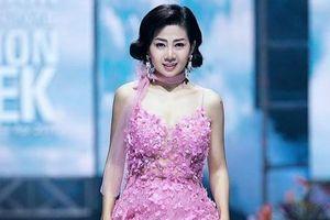 Đấu giá chiếc váy Mai Phương từng mặc diễn catwalk