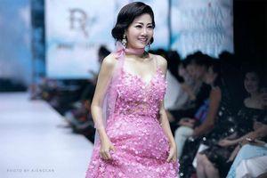 Điều đặc biệt về chiếc váy Mai Phương mặc được đấu giá ủng hộ bé Lavie