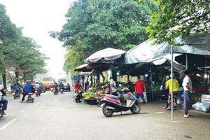 Tràn lan vi phạm trật tự tại phố Tân Mai