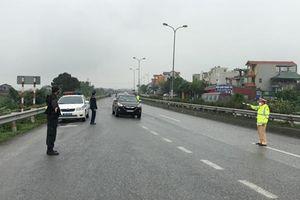 Bất chấp lệnh cấm, nhiều xe vẫn chở khách từ Hà Nội về các tỉnh