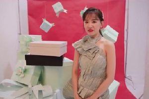 Hari Won 'đập hộp' khoe quà đắt đỏ, không quên bóc phốt Trấn Thành