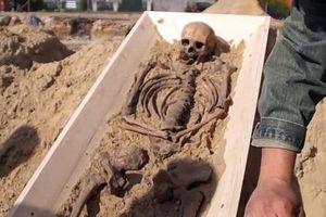 Phát hiện bộ xương 'ma cà rồng' cách đây 500 năm tại Ba Lan
