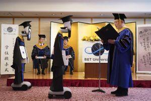 Cộng đồng mạng 'rớt tim' với lễ tốt nghiệp online tại Nhật Bản