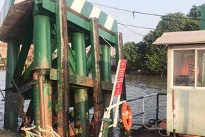 Tàu chở gần 200 container đâm thẳng vào cầu phao phà Cát Lái ở TP.HCM