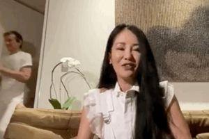 Mải mê livestream tại nhà riêng, Hồng Nhung vô tình để lộ diện mạo bạn trai tin đồn ngoại quốc?