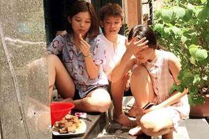 Con gái nuôi lần đầu nấu cơm cho Phi Nhung ăn nhưng tiếng la hét làm cô hết hồn