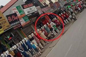 Hình ảnh 'dòng người' xếp hàng đông đúc trên phố khiến nhiều người 'choáng váng' nhưng nhìn kĩ mới phát hiện điều 'kinh hoàng'