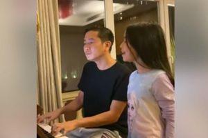 Clip: Con gái Hồ Hoài Anh khoe giọng hát khiến Đông Nhi phải khen ngợi