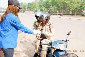 Lưu học sinh Việt Nam vẫn ở lại, góp sức giúp Lào chống dịch Covid-19