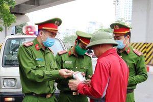 Quận Thanh Xuân: Xử phạt 16 trường hợp không đeo khẩu trang