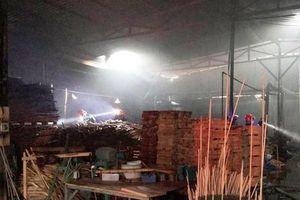 Bình Dương: Cháy xưởng gỗ thiêu rụi nhiều tài sản