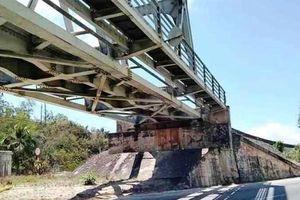 Binh Định: Mãi mê chụp hình trên cầu đường sắt, 2 nữ sinh bị tàu cuốn tử vong