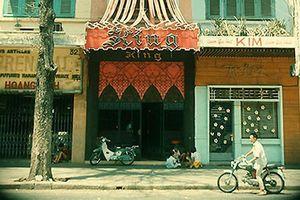 Diện mạo độc lạ của quán bar 'chóe' nhất Sài Gòn xưa