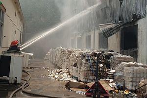 Cháy nhà xưởng công ty gốm sứ rộng hơn 3.000m2 ở Bình Dương