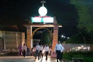 Đang cách ly toàn xã hội, nhiều giáo xứ Hà Tĩnh vẫn hành lễ với hàng trăm người