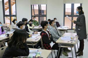 Gần 40.000 cán bộ, giáo viên ở Hà Nội bị cắt, giảm lương do Covid-19