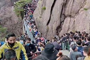 Dịch chưa qua, người Trung Quốc đã đổ xô lên núi dịp lễ Thanh Minh
