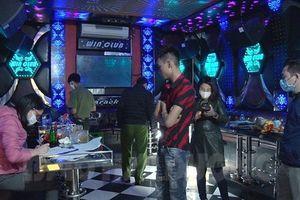 Cơ sở kinh doanh karaoke đón khách bất chấp yêu cầu cách ly xã hội