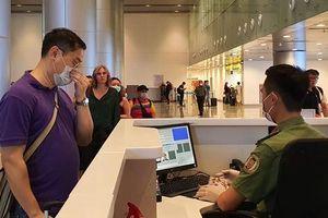 Hàng trăm người hủy chuyến bay từ Hà Nội, TP.HCM đến Đà Nẵng vì sợ bị cách ly