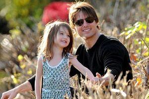 Suri Cruise - công chúa Hollywood 8 năm chưa được gặp cha