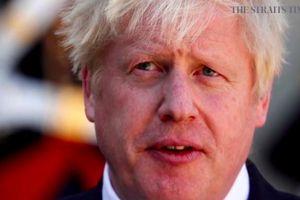 Anh khủng hoảng lãnh đạo sau khi Thủ tướng phải hồi sức cấp cứu