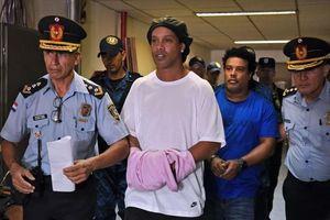 Ronaldinho bất ngờ xuất hiện, chia sẻ cảm giác trong tù