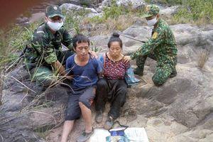 Hai vợ chồng vận chuyển ma túy định vượt biên khi bị phát hiện