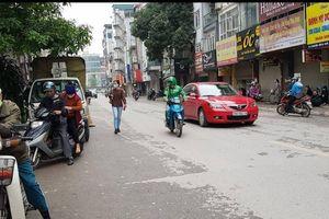 Giải tán điểm phát hàng miễn phí tại Nam Đồng (Hà Nội) vì quá đông người