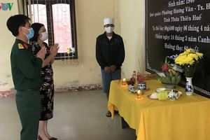 Lập bàn thờ chịu tang bố trong khu cách ly tại Quảng Trị
