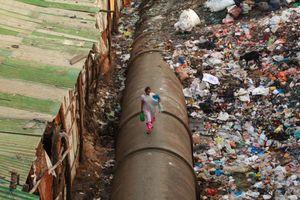 Ấn Độ nguy cơ 'vỡ trận' vì 1 triệu người chen chúc trong khu ổ chuột