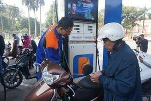 Giá xăng tiếp tục giảm xuống dưới 12.000 đồng/lít