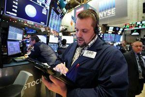 Tâm lý thận trọng bao trùm sàn Phố Wall, Dow Jones mất hơn 300 điểm