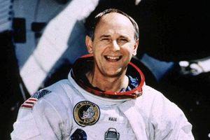 Phi hành gia tàu Apollo 12 tuyên bố 'sốc' về người ngoài hành tinh