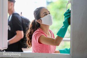 Thầy cô, phụ huynh tận tay tỉ mỉ dọn vệ sinh trường lớp