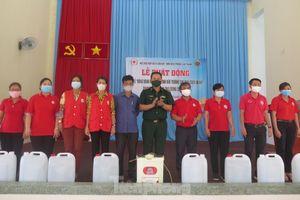 Chiến sĩ biên phòng đồng hành cùng học sinh sau giãn cách xã hội