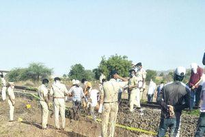 14 người chết ở Ấn Độ vì nằm trên đường ray khi xe lửa chạy qua