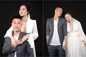 Tiền vệ Huy Hùng và bạn gái nhắng nhít đăng ảnh cưới, Hồng Duy lập tức 'cà khịa' đồng nghiệp khiến dân mạng bật cười