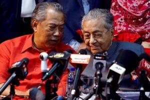 'Ông già gân' Mahathir lại khuấy đảo Malaysia