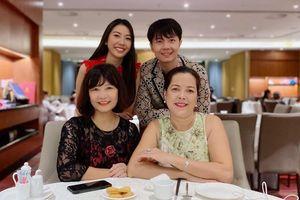 Á hậu Thúy Vân khoe khéo mẹ chồng tương lai trong Ngày của Mẹ