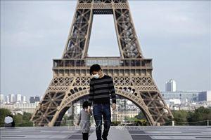 Người Pháp dè dặt trở lại cuộc sống thường nhật