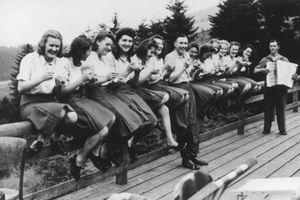Cuộc sống của lính Đức quốc xã bên trong trại tử thần Auschwitz