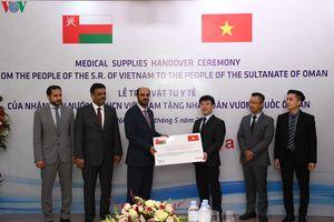 Lễ trao tặng vật tư y tế hỗ trợ người dân Oman phòng chống Covid-19